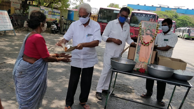 Meals distribution to the travelers during Covid Lockdown