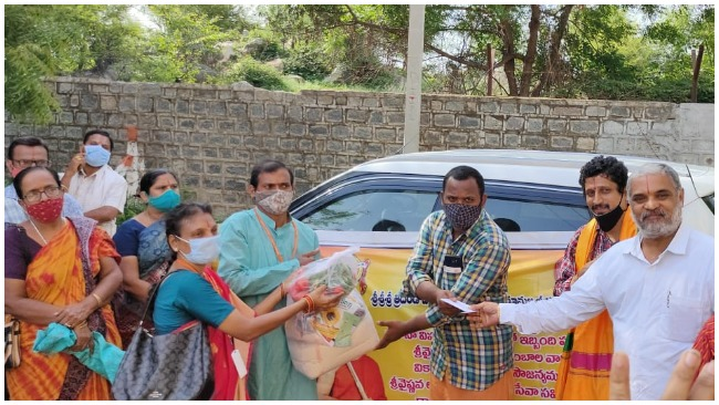 Distributing privisions to 450 brahmin families 2 1